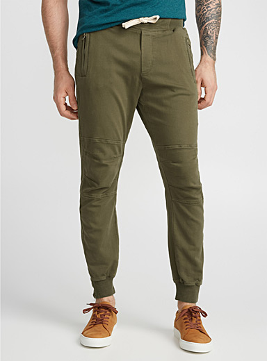 Articulated joggers