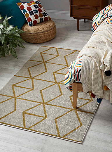 Prismatic chain rug