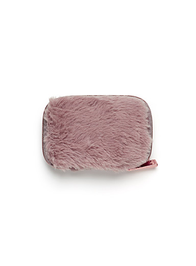 Faux-fur earbud case