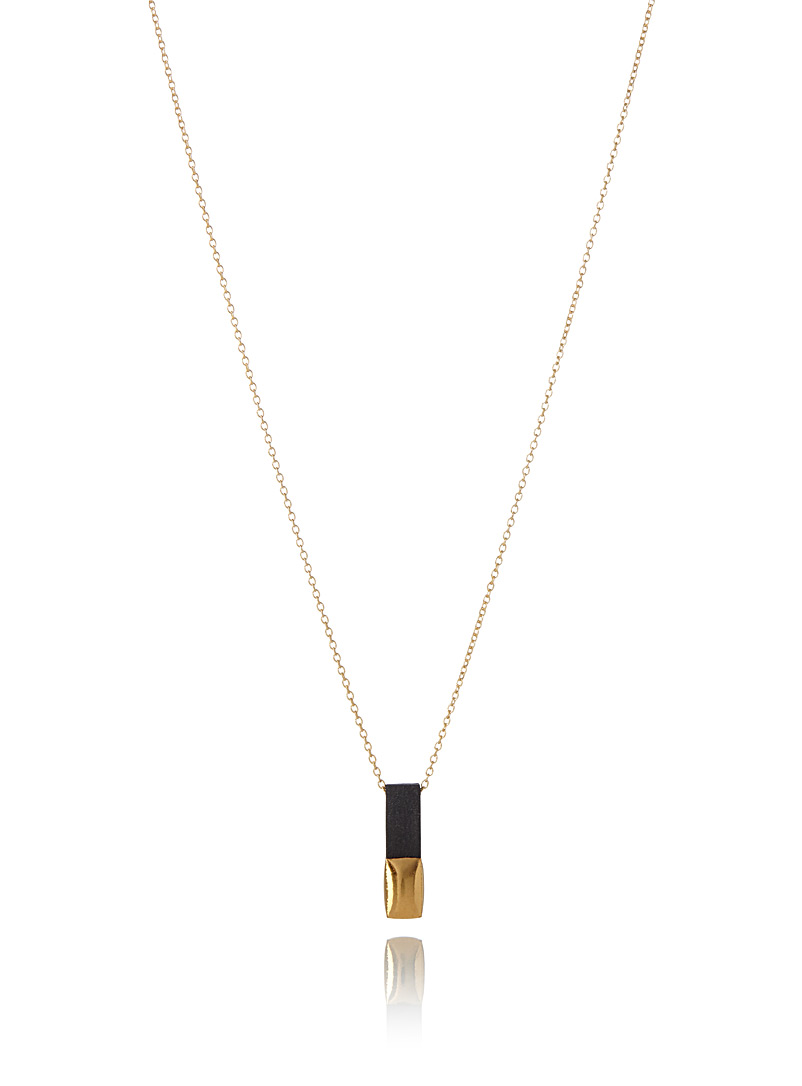 golden-rectangular-pendant-necklace