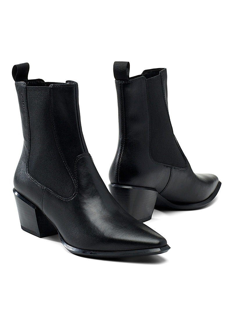 Vagabond Shoemakers Black Betsy black leather Chelsea boots for women