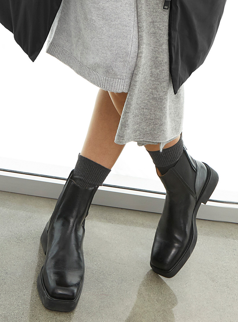 Atelier by Vagabond Black Carmen Chelsea boots for women
