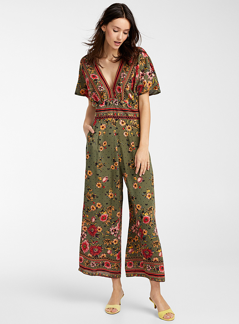 bright-flower-dotted-v-neck-jumpsuit