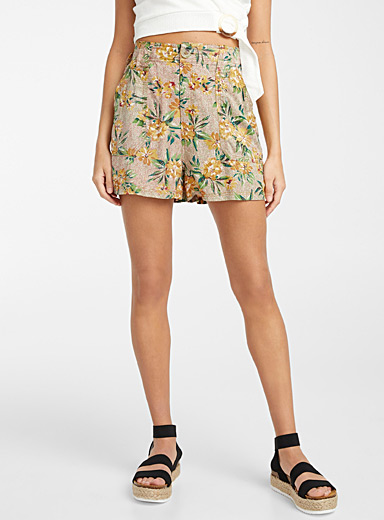 Sunny floral spotted short
