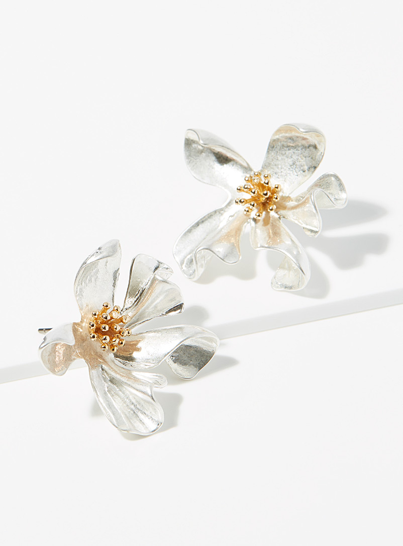 Artistic flower earrings
