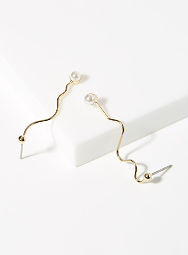 Pearly traced earrings
