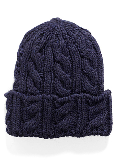 Twisted cable tuque