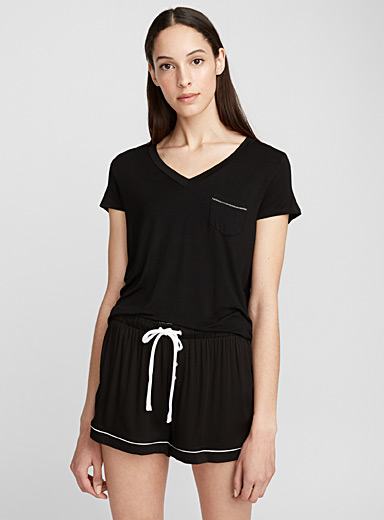 Contrast topstitching tee