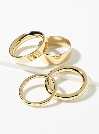 Essential rings  Set of 4
