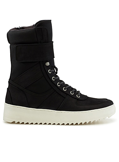 Sneaker boots