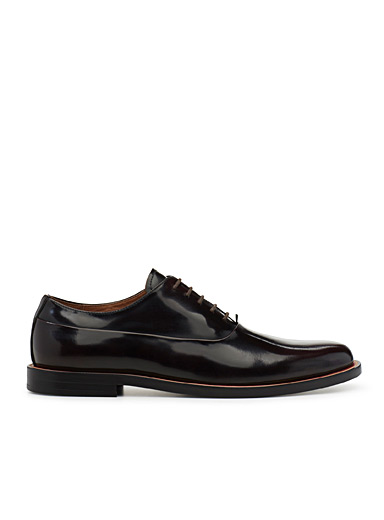 Bright accent derby shoe