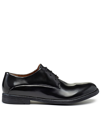 Shiny leather brogues