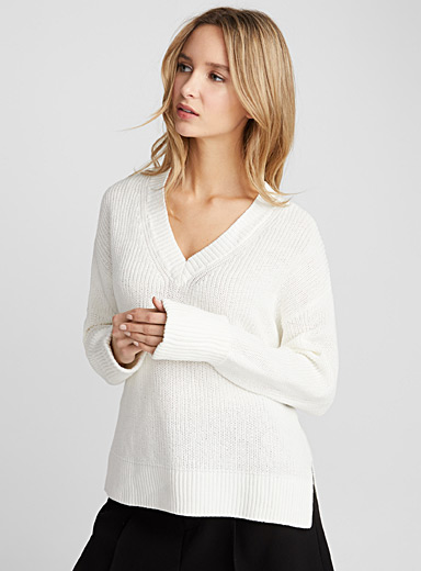Loose cotton-linen V-neck sweater