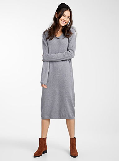V-neck knit midi dress