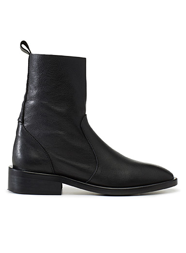 Black Manchester boots