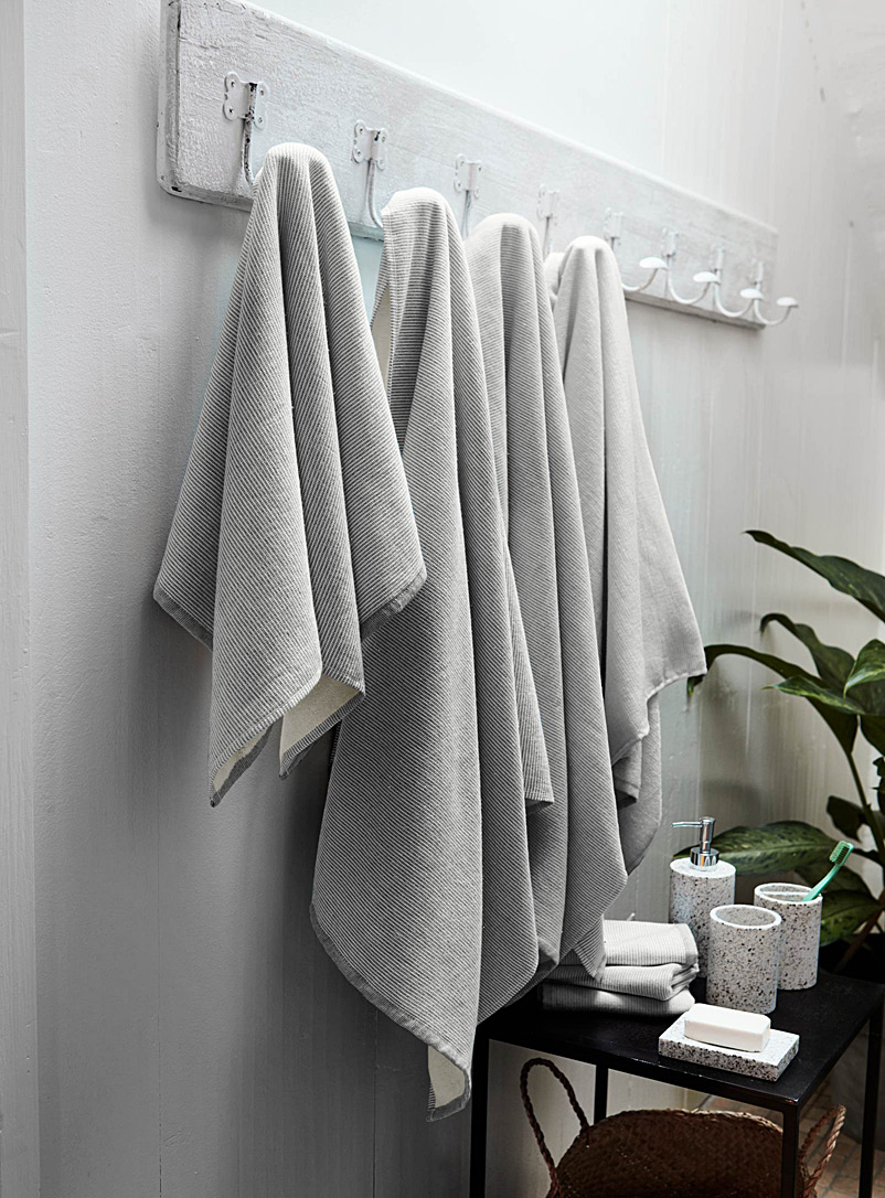 Simons Maison Light Grey Organic stripe towels