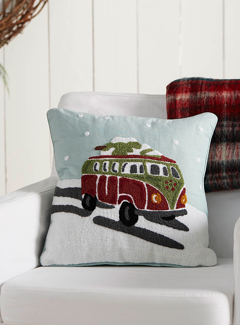 winter-caravan-cushion-br-18-x-18