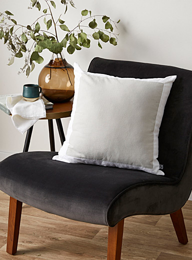 Linen-like two-tone cushion <br>50 x 50 cm