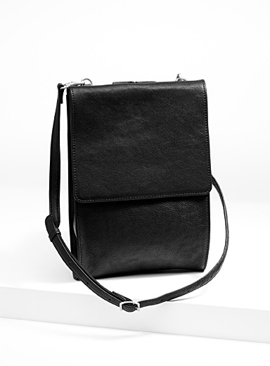 Grained shoulder bag