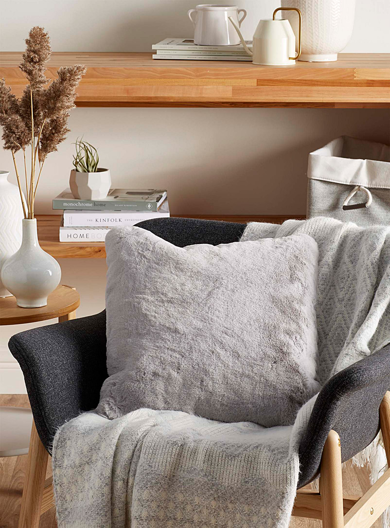 Luxurious faux-fur cushion  45 x 45 cm - Fur - Light Grey