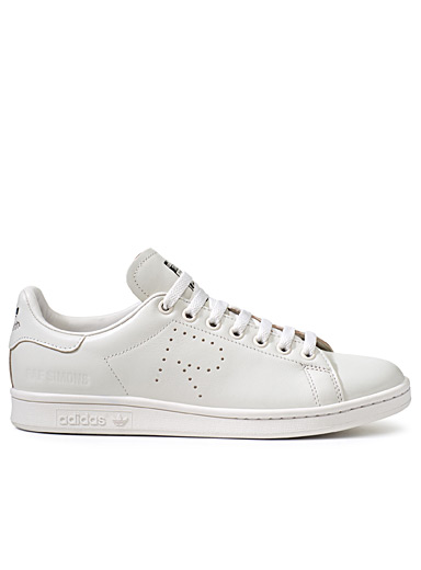 Le sneaker Stan Smith monochrome <br>Homme