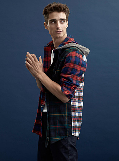 Hooded organic flannel shirt <br>Modern fit