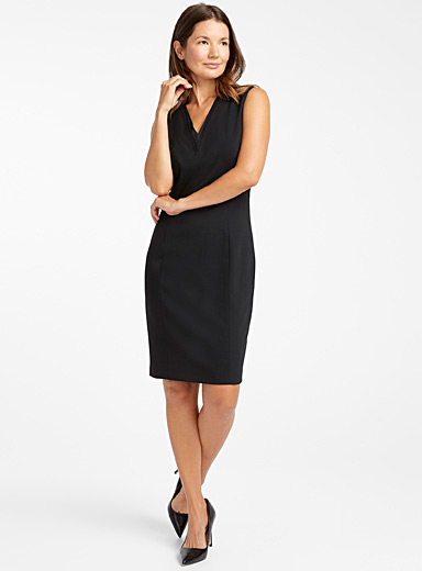 Saloted V-neck fitted dress