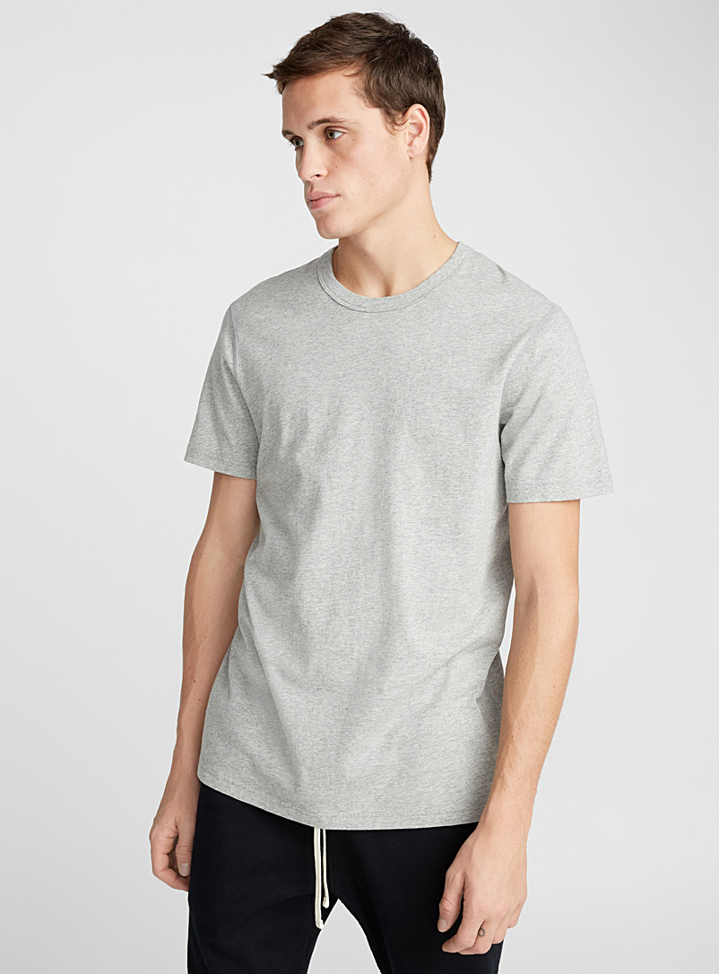 Le t-shirt monochrome