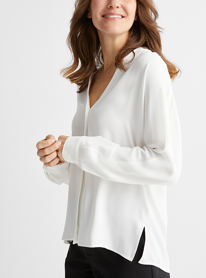 Fluid seamless sleeve blouse