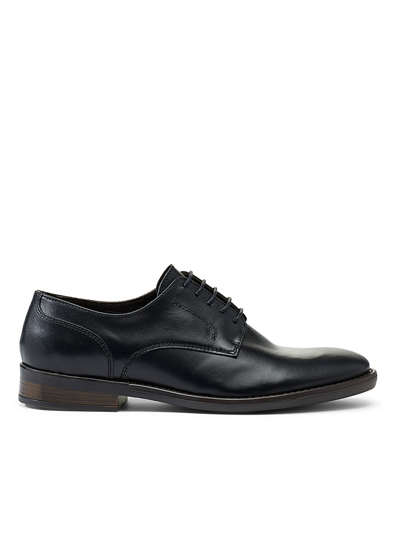 Elegant leather derby shoes