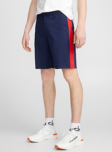 Le short chino bande accent