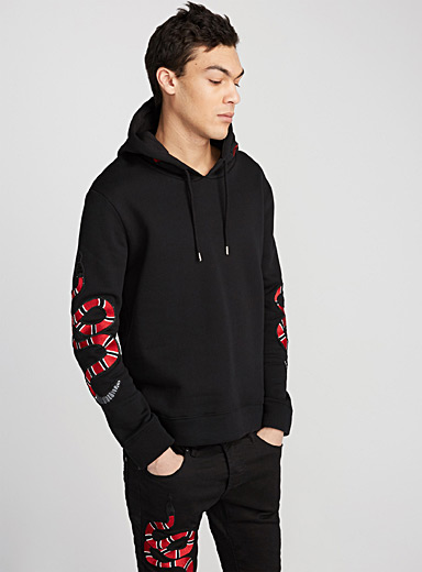 Le sweat capuchon serpents et roses