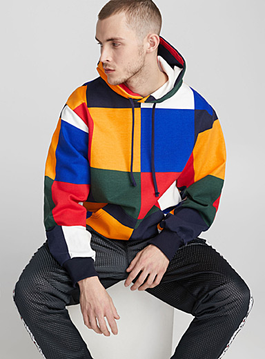 Le sweat à capuche carreaux colorés
