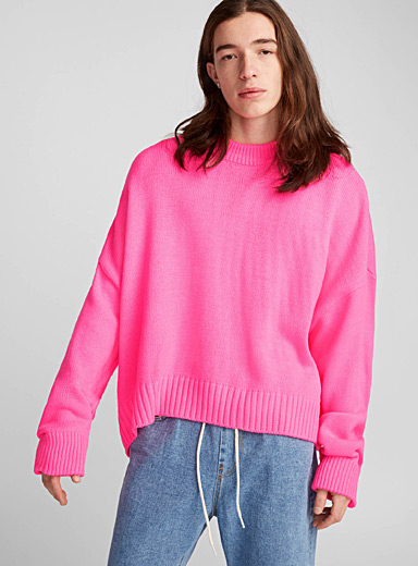 Le pull rose fluo