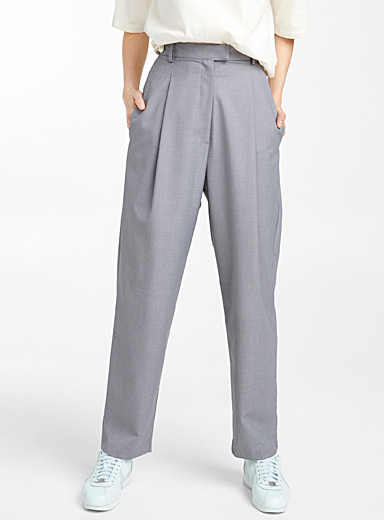Pleated grey pant