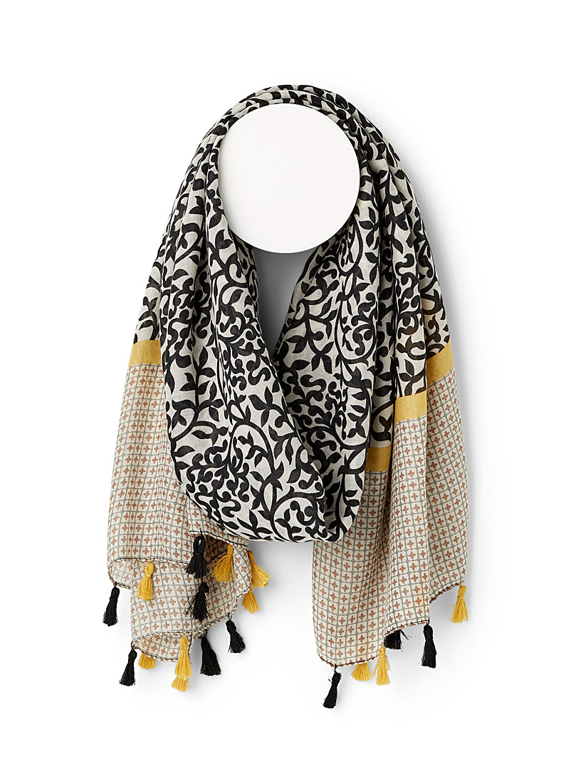 Arabesque and tassel scarf