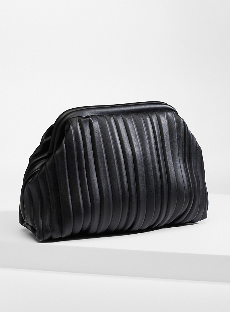 Stylish pleated clutch