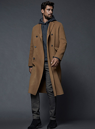 Le long manteau en laine double boutonnage