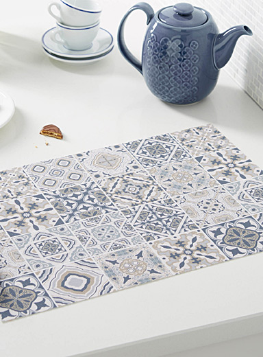Elegant tile braided vinyl placemat