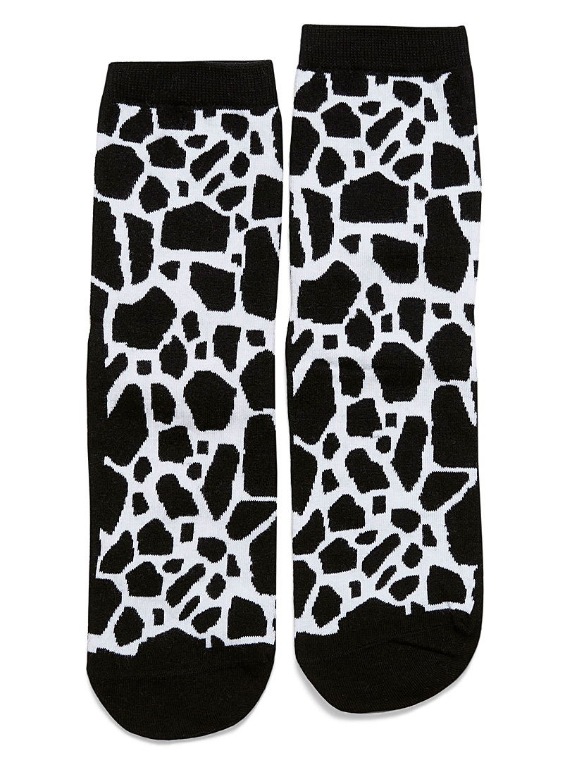 organic-cotton-black-and-white-giraffe-socks