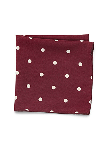 Red contrast dot pocket square