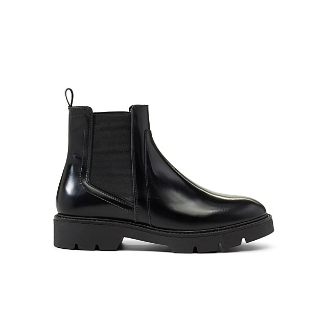 serrated-sole-chelsea-boots