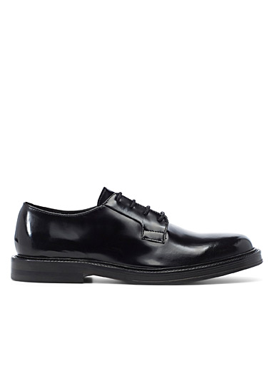 Shiny leather derby shoes