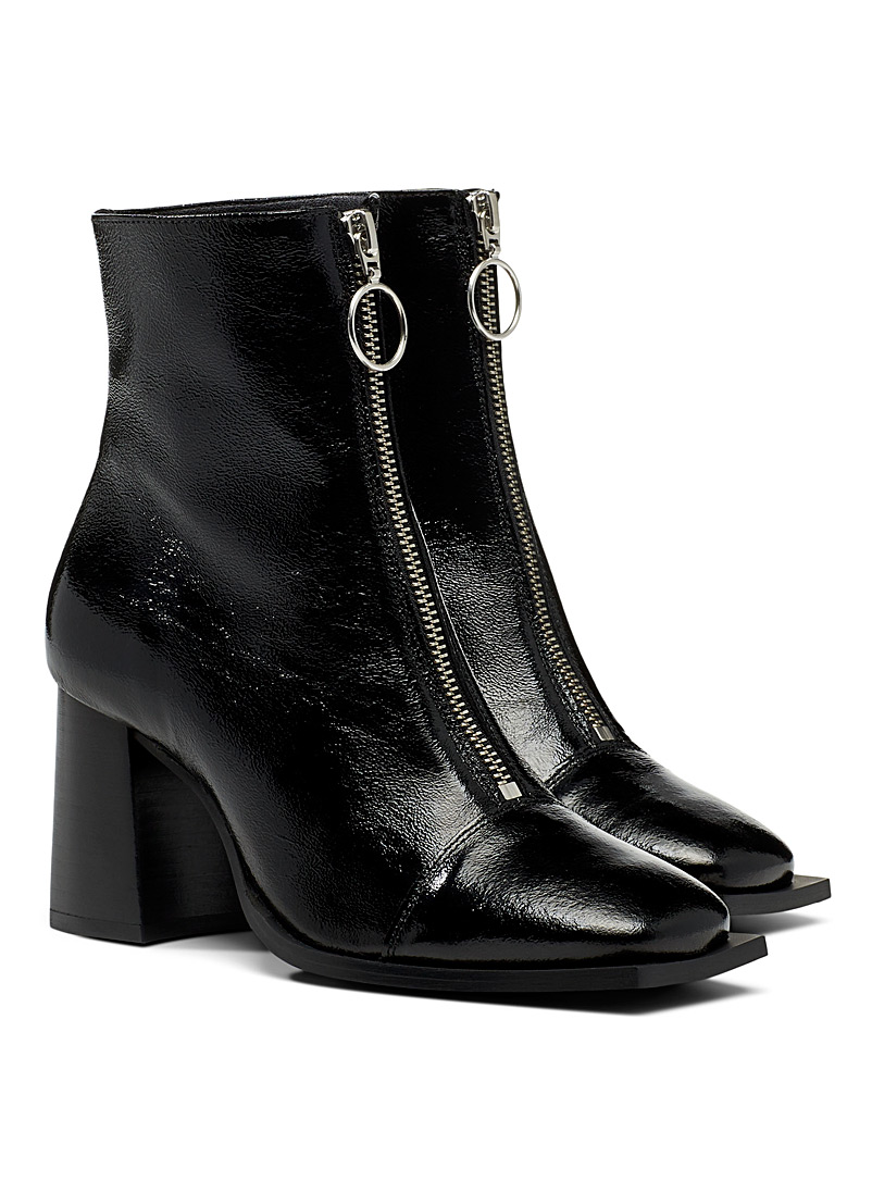 Block-heel square-toe shiny boots