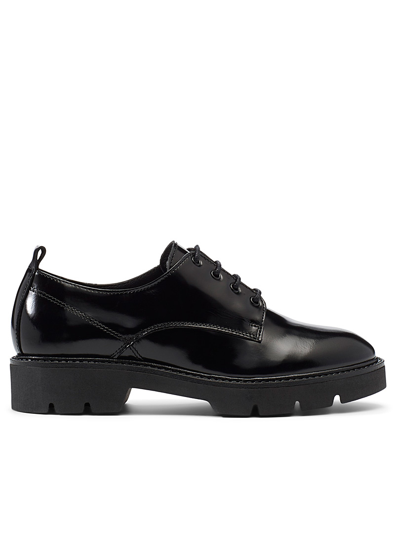 Notched sole derby shoes