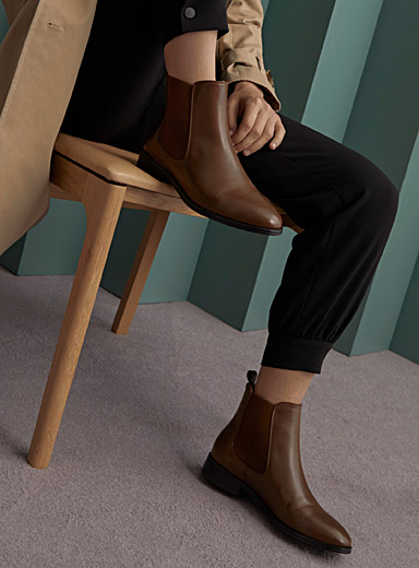 Simons Fawn Leather Chelsea boots for women