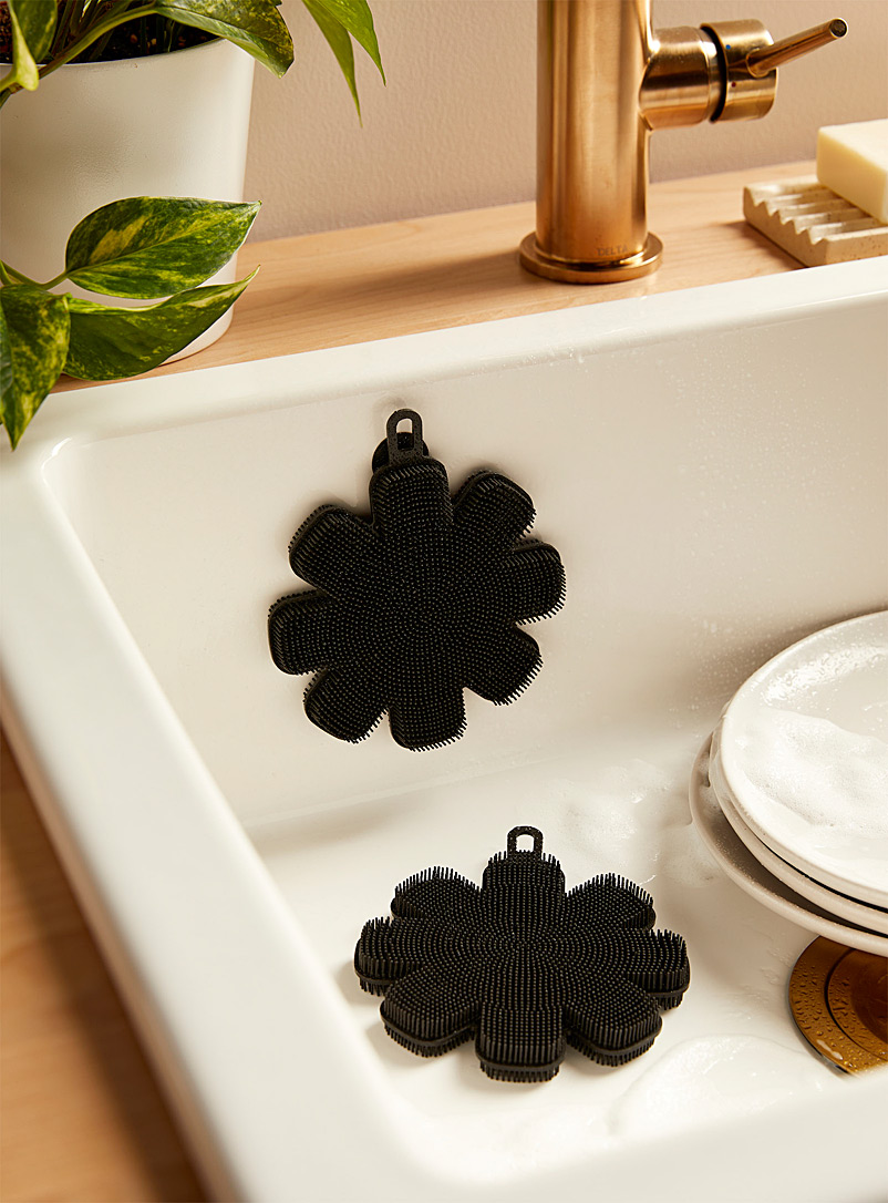 Simons Maison Black Silicone scouring flower