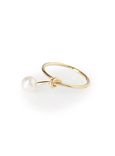 Knot and pearl ring