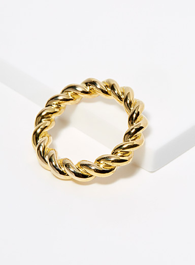 Small twisted ring