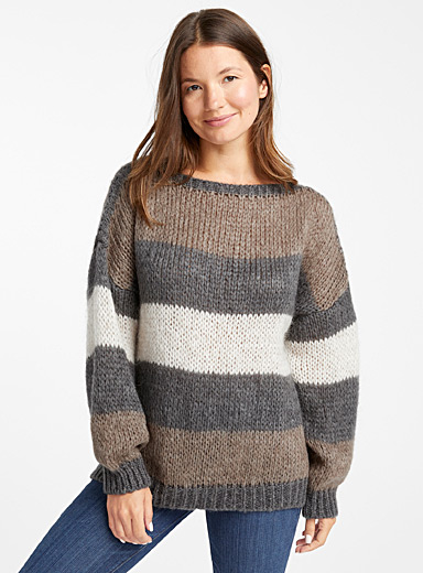 Le pull ample rayures terreuses